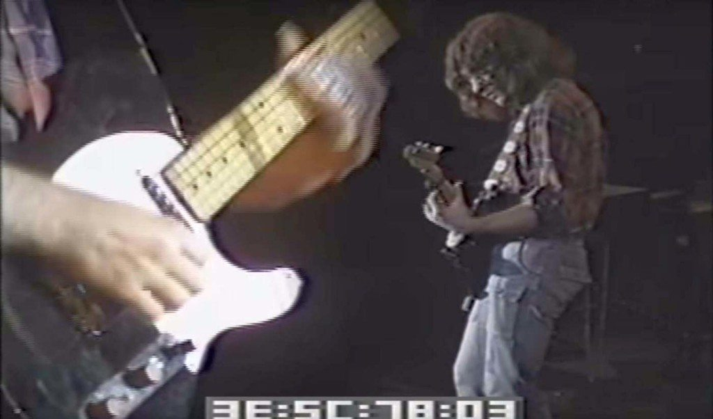 Rory's Esquire with the Stratocaster pickup in the neck position, and a phase-switch mod. (Screenshot Don Kirschner's Rock Concert)